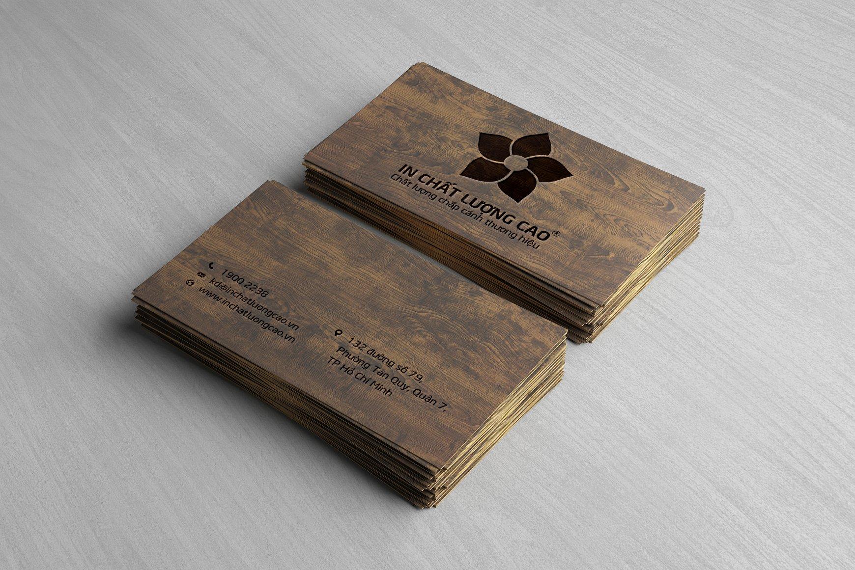 Danh thiếp giấy mỹ thuật vân gỗ ấn tượng.